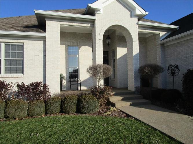 5866 Peaking Fox Drive Indianapolis, IN 46237 | MLS 21684549 | photo 3