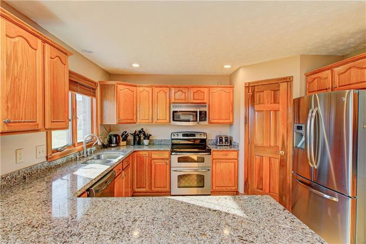 1309 Forest Commons Drive Avon, IN 46123   MLS 21684747   photo 13