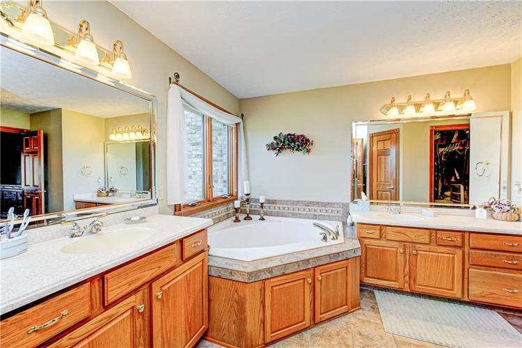 1309 Forest Commons Drive Avon, IN 46123   MLS 21684747   photo 25