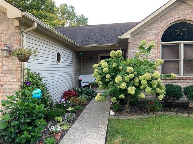 1311 Old Hickory Drive Greenwood, IN 46142 | MLS 21684758 | photo 5