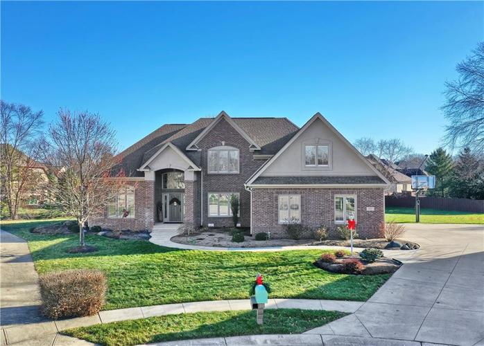 10523  Hollowood Court Fishers, IN 46038 | MLS 21684871