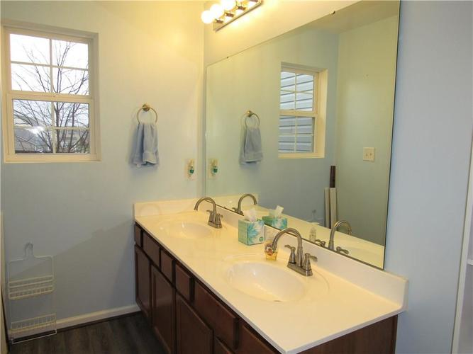 2547 Middle View Drive Columbus, IN 47201 | MLS 21684896 | photo 24