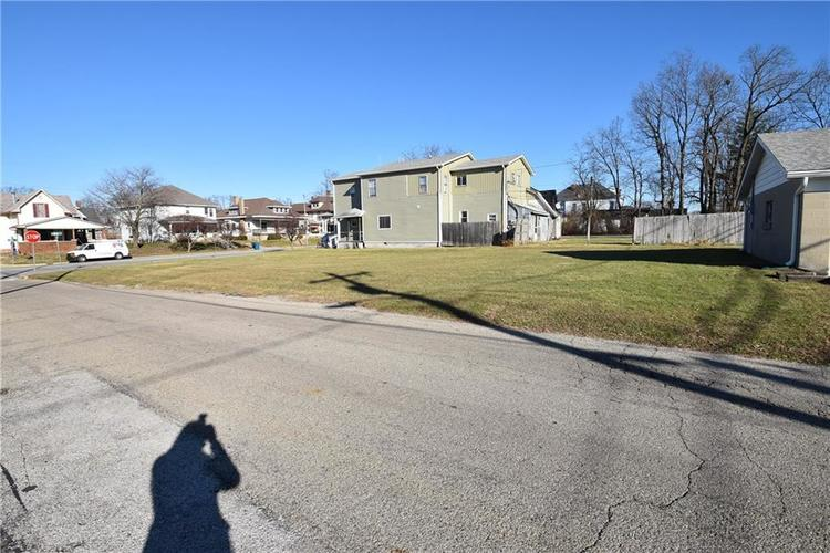 403 E Main Street Greenfield, IN 46140 | MLS 21684975 | photo 3