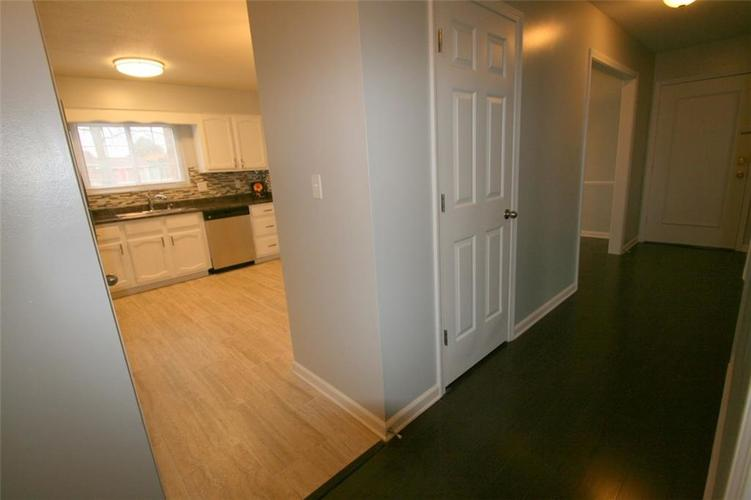 6429A Park Central Drive W #A Indianapolis, IN 46260   MLS 21685344   photo 11