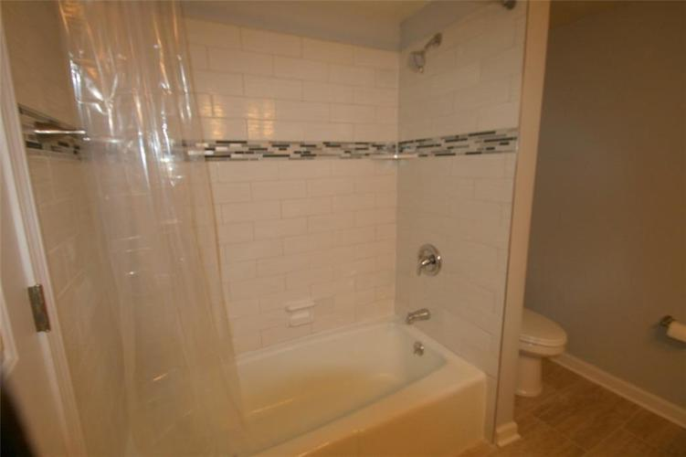 6429A Park Central Drive W #A Indianapolis, IN 46260   MLS 21685344   photo 14