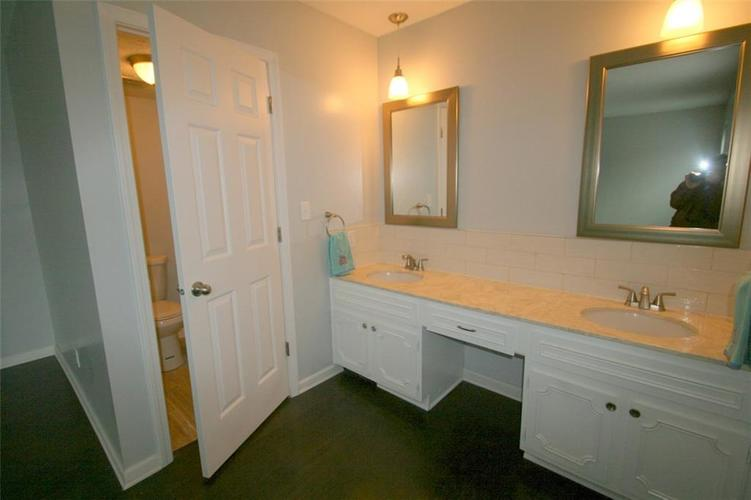 6429A Park Central Drive W #A Indianapolis, IN 46260   MLS 21685344   photo 17