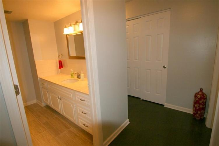 6429A Park Central Drive W #A Indianapolis, IN 46260   MLS 21685344   photo 18