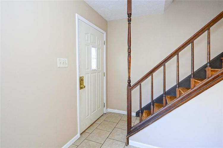 6131 E 40th Street Indianapolis, IN 46226   MLS 21685437   photo 3