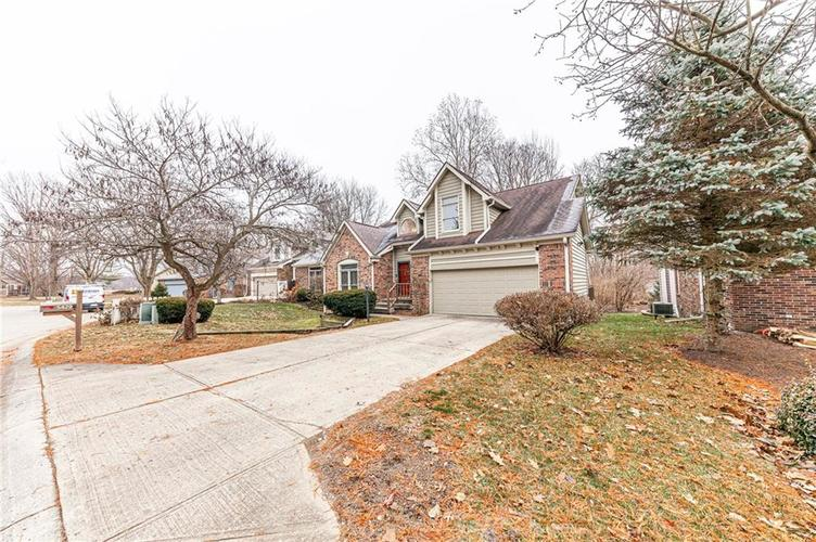 5429 White Willow Court Indianapolis, IN 46254 | MLS 21685557 | photo 4