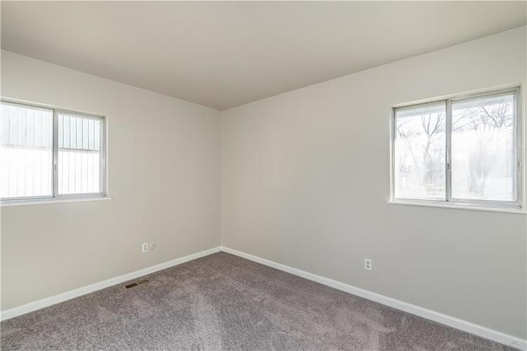 6213 Wixshire Drive Indianapolis, IN 46254 | MLS 21685846 | photo 12