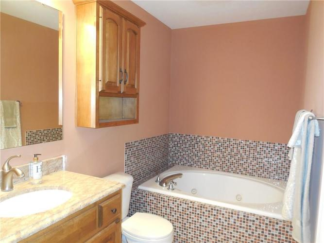 1006 Amesbury Court Indianapolis, IN 46217 | MLS 21685934 | photo 11