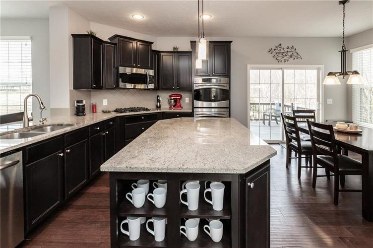 11552 Indian Hill Way Zionsville, IN 46077 | MLS 21686044 | photo 17
