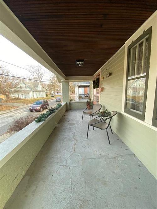 5823 E New York Street Indianapolis, IN 46219 | MLS 21686165 | photo 2