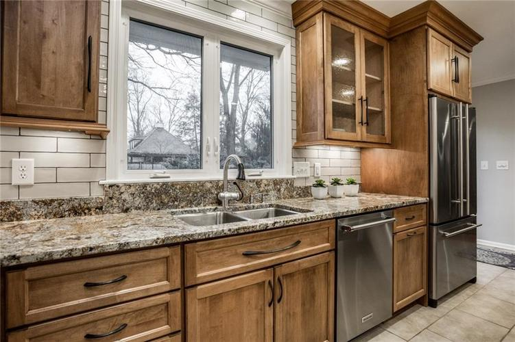 675 E 80th Street Indianapolis, IN 46240 | MLS 21686278 | photo 18