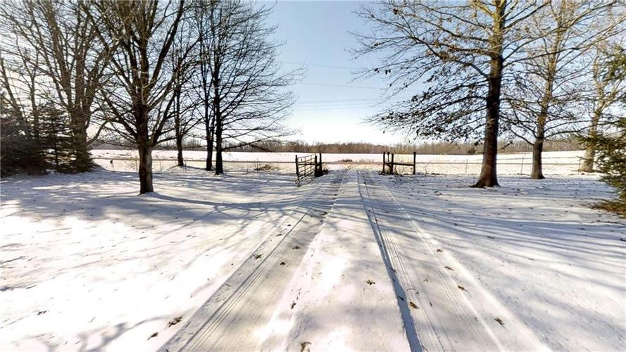2282 S County Road 650 W Connersville, IN 47331 | MLS 21686997 | photo 2