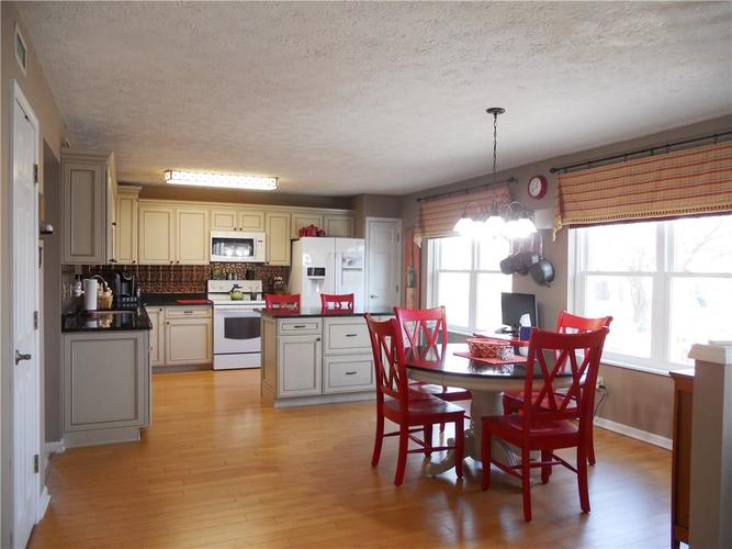7659 Camberwood Drive Indianapolis, IN 46268   MLS 21687059   photo 10