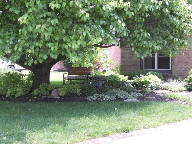 7659 Camberwood Drive Indianapolis, IN 46268   MLS 21687059   photo 2