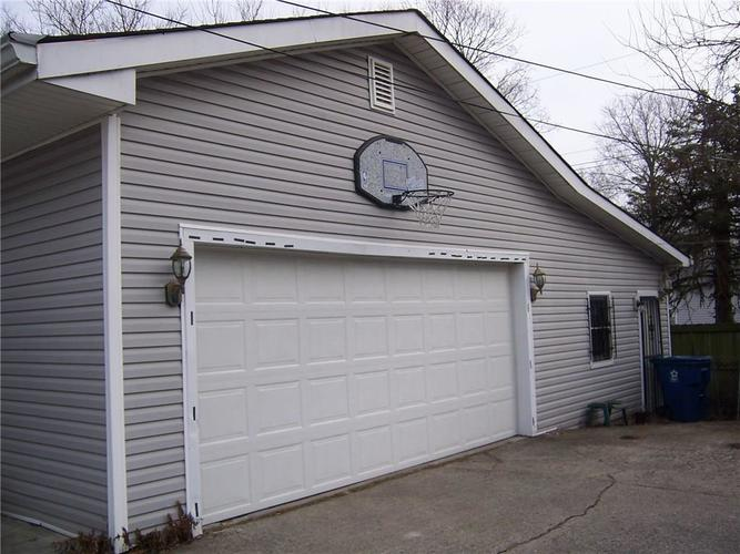 9843 Maurine Drive Indianapolis, IN 46235 | MLS 21687138 | photo 2