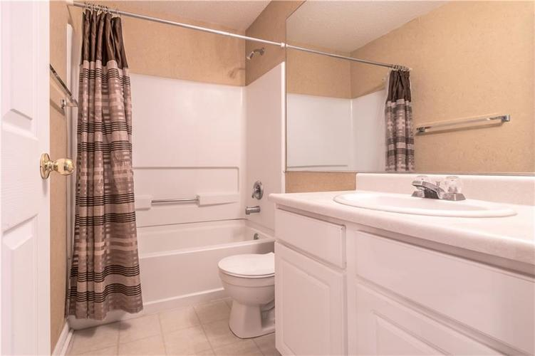 2387 Shadow Court Columbus, IN 47201 | MLS 21687824 | photo 26