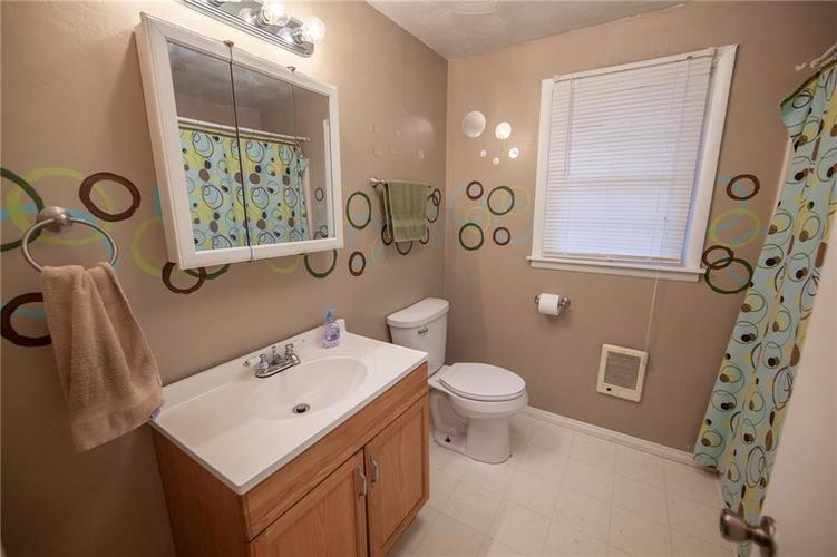 1405 Evelyn Lane Anderson, IN 46017 | MLS 21688007 | photo 15