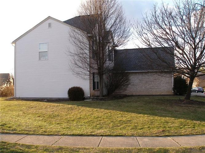 6381 HILLVIEW Circle Fishers, IN 46038   MLS 21688035   photo 3