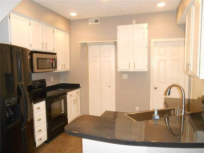939 Prestwick Place #B Indianapolis, IN 46214 | MLS 21688084 | photo 2