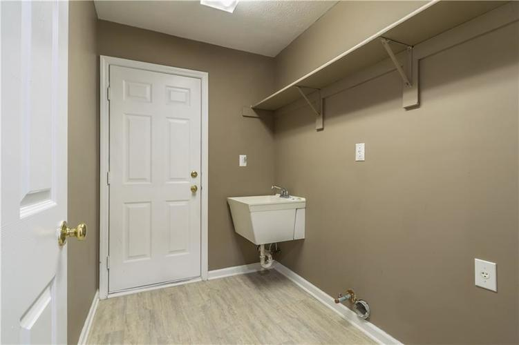 1017 Amesbury Court Indianapolis, IN 46217 | MLS 21688097 | photo 21
