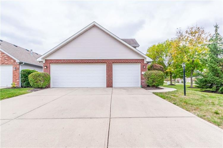 1017 Amesbury Court Indianapolis, IN 46217 | MLS 21688097 | photo 6