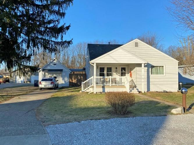 223  Academy Avenue Spiceland, IN 47385 | MLS 21688104