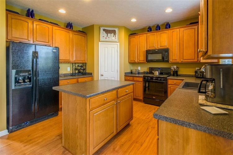 6242 Eagle Lake Drive Zionsville, IN 46077   MLS 21688184   photo 12