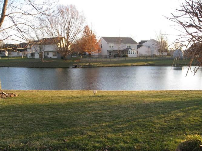 1017 Fountain Grass Drive Greenwood, IN 46143 | MLS 21688427 | photo 2