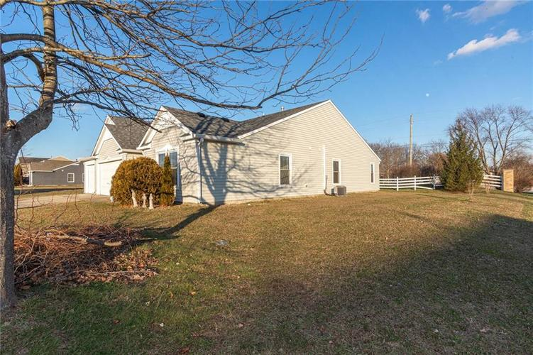 8263 Firefly Way Indianapolis, IN 46259   MLS 21688428   photo 2