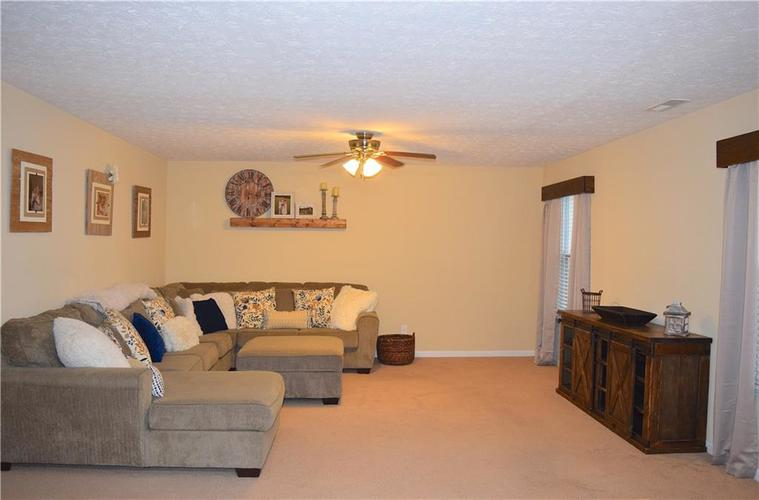 1285 NORTHCLIFFE Drive Avon, IN 46123 | MLS 21688509 | photo 16