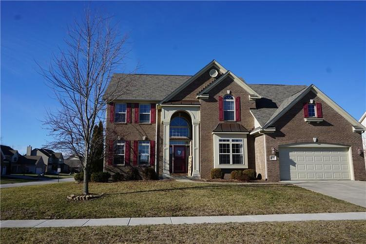 1910  Woodfield Drive Greenwood, IN 46143 | MLS 21688511