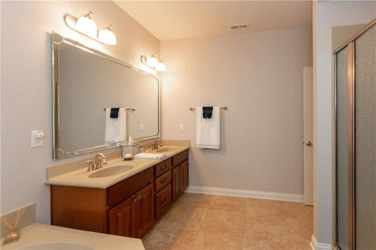 8555 One West Drive #204 Indianapolis, IN 46260 | MLS 21688606 | photo 20