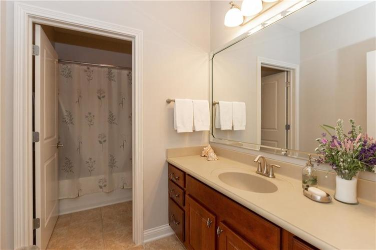 8555 One West Drive #204 Indianapolis, IN 46260 | MLS 21688606 | photo 23