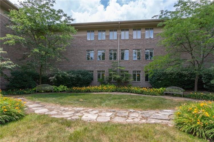 8555 One West Drive #204 Indianapolis, IN 46260 | MLS 21688606 | photo 32