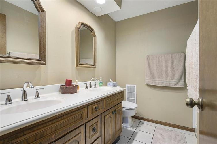 3924 Somerset Drive Anderson, IN 46012 | MLS 21688642 | photo 15