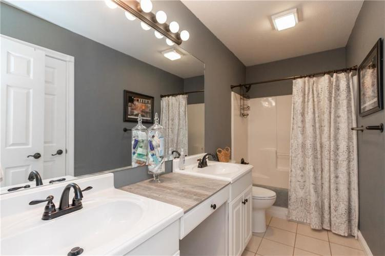 6004 Schooner Court Columbus, IN 47203 | MLS 21688764 | photo 20