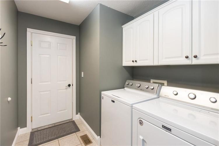 6004 Schooner Court Columbus, IN 47203 | MLS 21688764 | photo 22