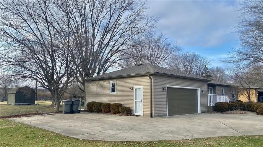 7700 S Oak Drive Indianapolis, IN 46227 | MLS 21689016 | photo 2