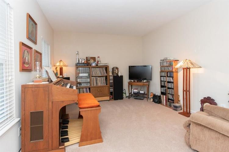 6533 SMITHFIELD Drive Indianapolis, IN 46237 | MLS 21689064 | photo 4
