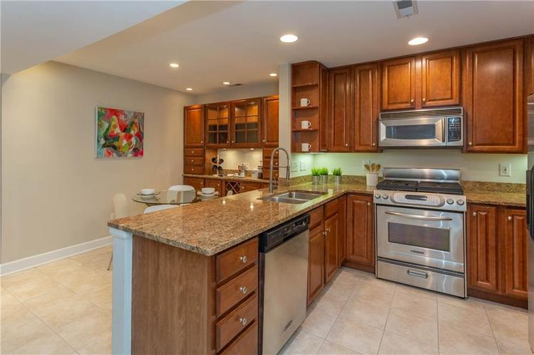 8690 Jaffa Court West Dr #28 Indianapolis, IN 46260 | MLS 21689118 | photo 5