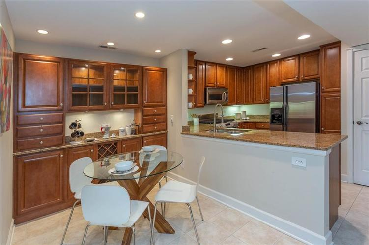 8690 Jaffa Court West Dr #28 Indianapolis, IN 46260 | MLS 21689118 | photo 6