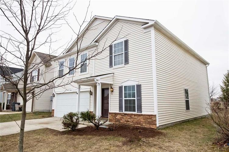 975 Curlew Lane Greenwood, IN 46143 | MLS 21689126 | photo 1