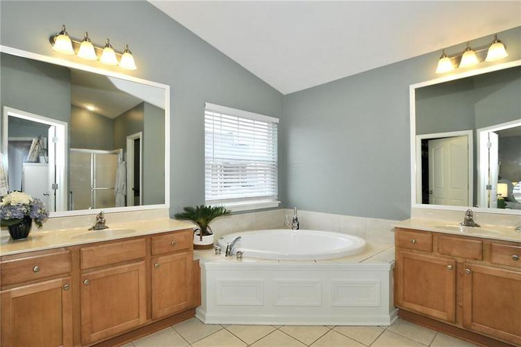 14131 Stallion Court Carmel, IN 46074 | MLS 21689170 | photo 23