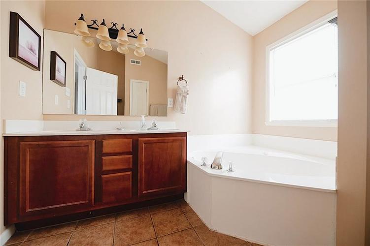 8629 Trumpeter Drive Indianapolis, IN 46234 | MLS 21689211 | photo 19