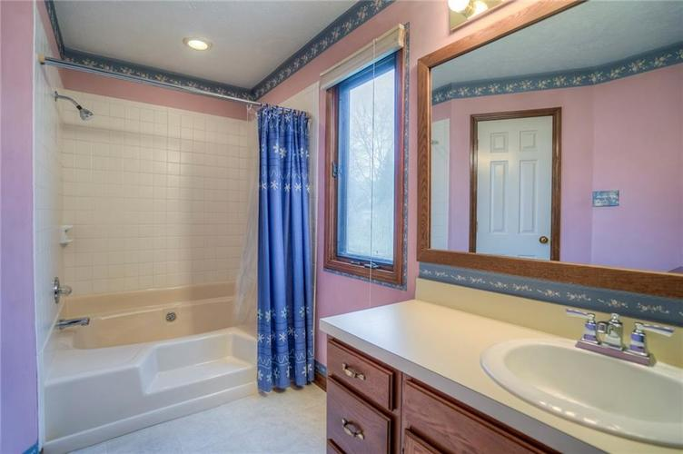 7508 Old Oakland Blvd West Drive Indianapolis, IN 46236 | MLS 21689282 | photo 19