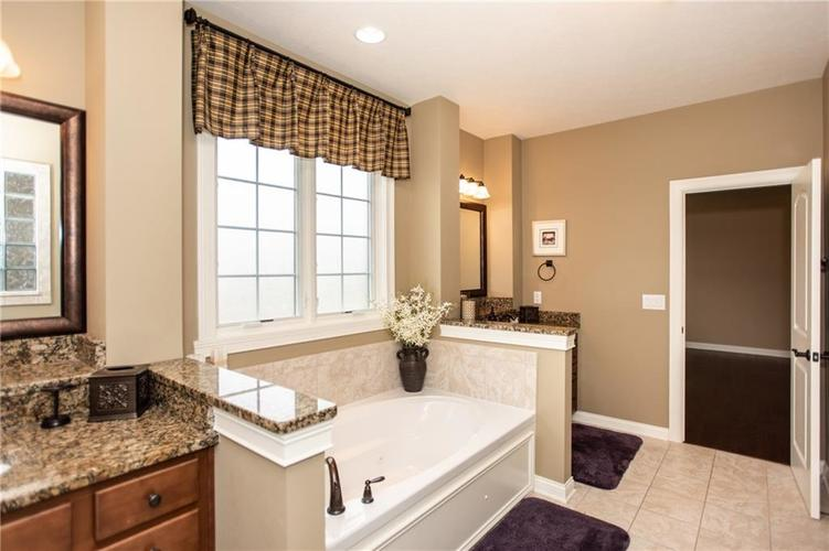 10045 Brooks Edge Circle Fishers IN 46040 | MLS 21689409 | photo 17