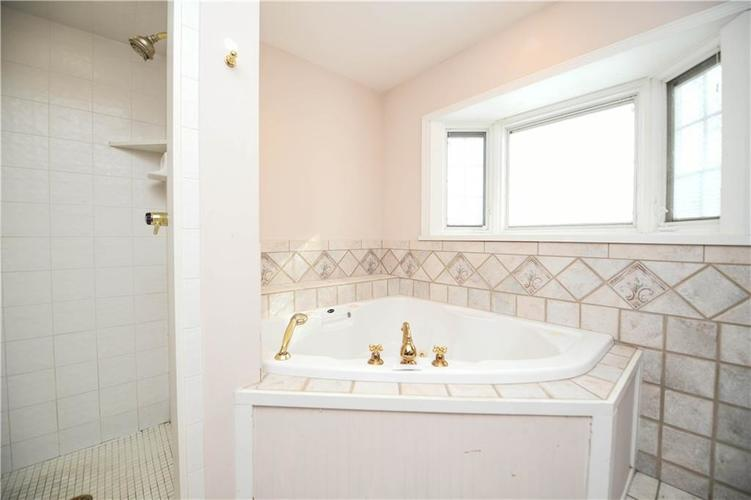3907 Haverhill Drive Indianapolis, IN 46240 | MLS 21689447 | photo 22